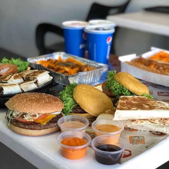 مطعم جرل هاوس في السعوديه